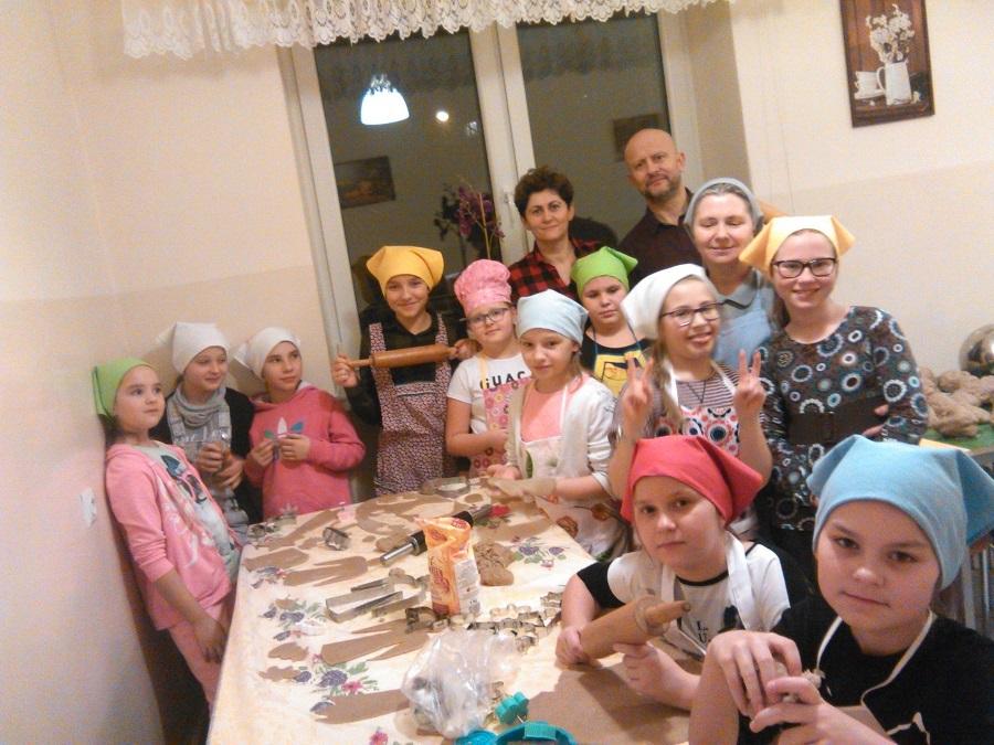 Dzieci z Koła Misyjnego w Twierdzy Modlin pomagają